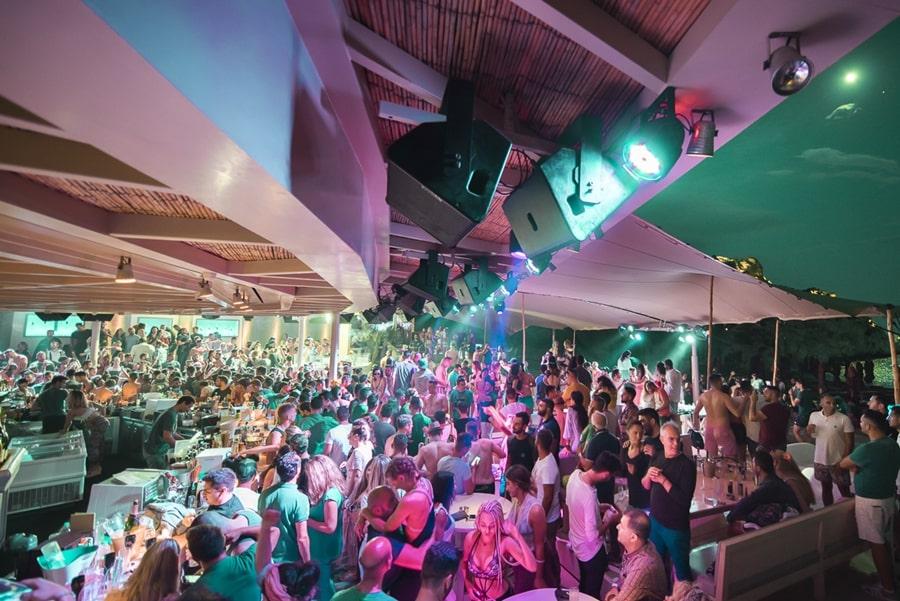super paradise mykonos beach bar - vip mykonos party 1