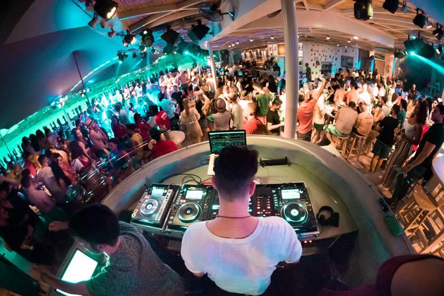 super paradise mykonos beach bar - vip mykonos party 3